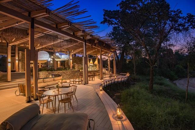 Xona común del Saseka Temp Lodge