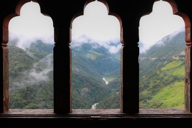 Montañas en Bután desde balcón