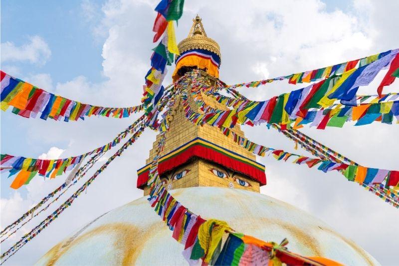 Templo dorado con ojos del Tíbet
