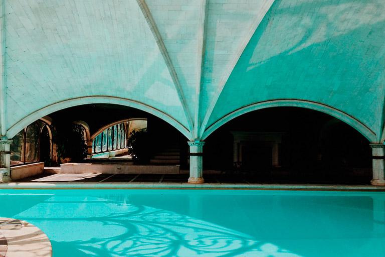 Piscina interior del Hotel Landa