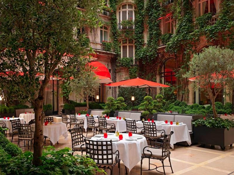 Jardín interior hotel Athene