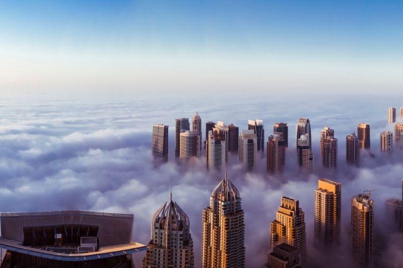 Dubai en nubes